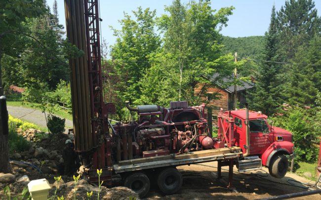 Forage des puits artésiens dans les Laurentides